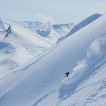 Wonderful skiing with a view on Mutnovskiy volcano