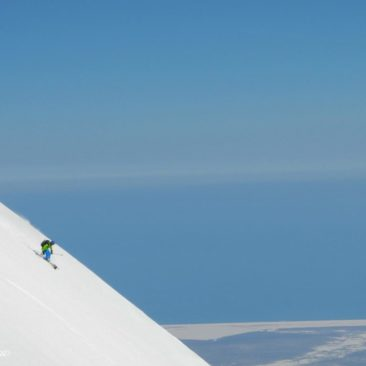 2200 vertical meters to the Pacific Ocean coast. Spring skiing on Kozelskiy volcano.
